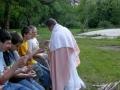 Ježiš dáva rybu.